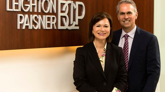 Lisa Mayhew et Steven Baumer sont élus coprésidents du cabinet international Bryan Cave Leighton Paisner.