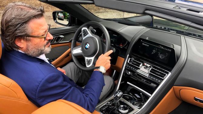 Le CEO de la marque horlogère italienne Anonimo, après avoir testé la puissance de ce V8 de 530 ch, nous livre ses impressions sur ce véhicule d'exception, véritable bête de course.