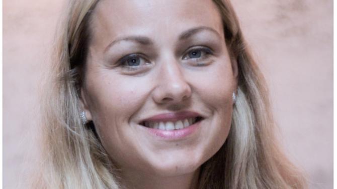 En France, LexisNexis est l'acteur leader des solutions d'information et d'analytics pour les professionnels du droit, en particulier les avocats. L'entreprise s'appuie sur l'expertise de ses éditeurs et auteurs, associée à des technologies comme le machine learning, le traitement du langage naturel (NLP) et la sémantique, pour concevoir des produits permettant de prendre des décisions éclairées et d'optimiser la sécurité juridique,  la productivité et la performance. Sophie Coin-Deleau, directrice  de l'activité avocats au sein du groupe, nous dévoile les secrets de la mutation du papier vers le digital.