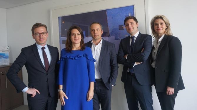 Fondé en 2004, le cabinet Squadra a entamé le virage du renouveau en accueillant une nouvelle génération d'associés. Grâce à la complémentarité de ses compétences, l'équipe intervient sur une grande variété de dossiers en droit des affaires.