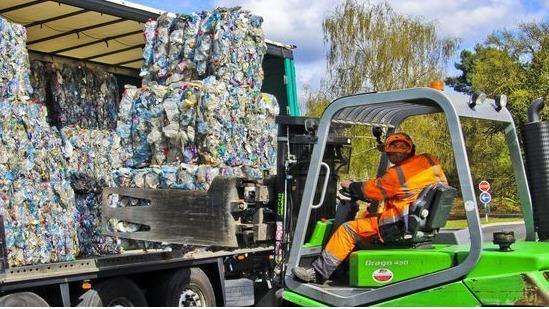 Le projet de loi pour une économie circulaire est examiné mercredi en conseil des ministres. Le texte a pour objectif d'atteindre 100% de recyclage plastique à l'horizon 2025.