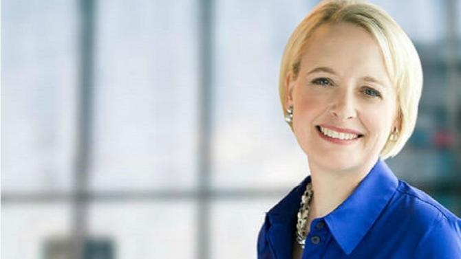Julie Sweet prendra les rênes du groupe en septembre. Ancienne avocate associée chez Cravath, Swaine & Moore, elle est actuellement à la tête de l'Amérique du Nord chez Accenture.