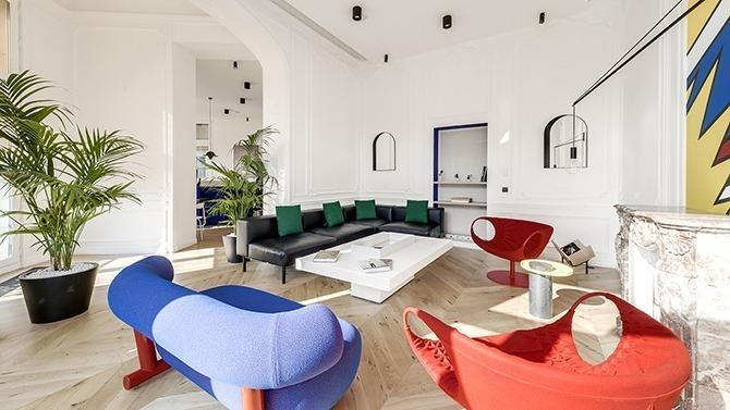 La société d'aménagement d'espaces Quadrilatère réinvente les bureaux d'un cabinet d'avocats et réalise l'installation de WeWork Champs-Élysées. Décryptage de la méthode.