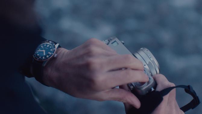 C'est ainsi qu'Oris illustre sa philosophie « Suivre son propre chemin », en diffusant sur les réseaux sociaux les portraits d'artisans qui, tous à leur façon, incarnent son idéal. Une façon de communiquer originale et percutante pour un horloger qui ne se contente pas de vendre des montres…
