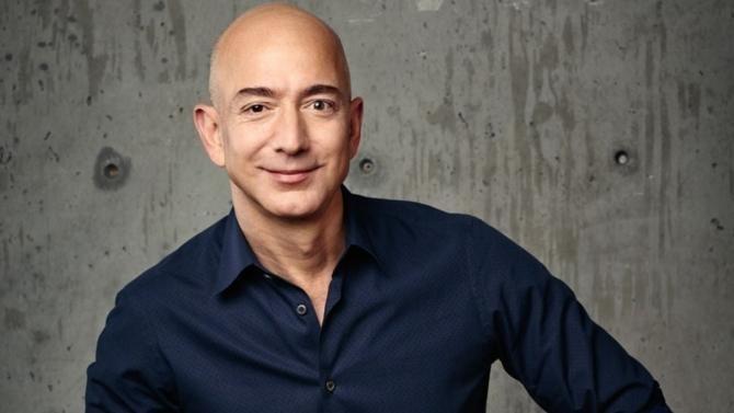 De la vente en ligne de livres à la domotique et autre aérospatial, le succès de Jeff Bezos échappe à toutes les catégories du dirigeant traditionnel. Portrait d'un visionnaire de notre économie.