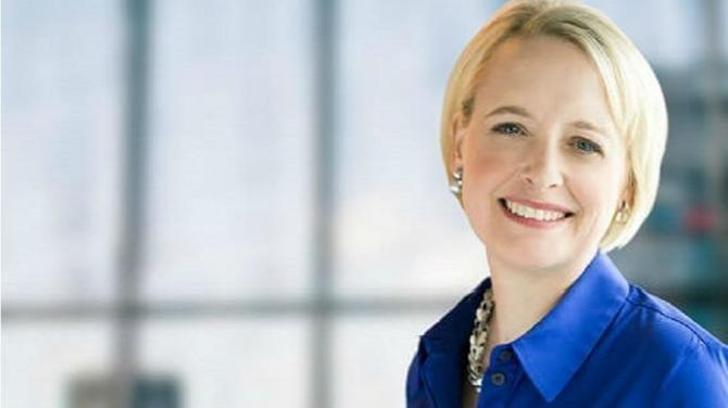 At the end of January 2019, the patriotic CEO of Accenture Pierre Nanterme passed away suddenly. After a period of transition, 51-year-old American Julie Sweet was chosen to lead the management consulting group, a behemoth in its sector, with almost half a million staff around the globe working with 98 of the 100 biggest companies on Earth.