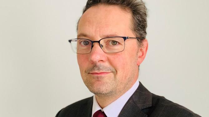 Hervé Pillard est nommé associé en charge de la pratique du financement au sein du cabinet créé par Jean Veil et Georges Jourde en 1990.