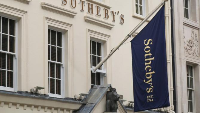 La maison de ventes tricentenaire Sotheby's entre dans l'escarcelle de Patrick Drahi, plus connu pour ses investissements dans le secteur des télécommunications et des médias. Retour sur cette acquisition de prestige à 3,7 milliards de dollars.