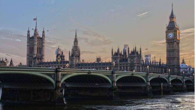 Embrasser une carrière juridique en Angleterre ou aux États-Unis est bien plus rémunérateur qu'en France. La différence entre les salaires s'atténue à mesure que le niveau de séniorité augmente.