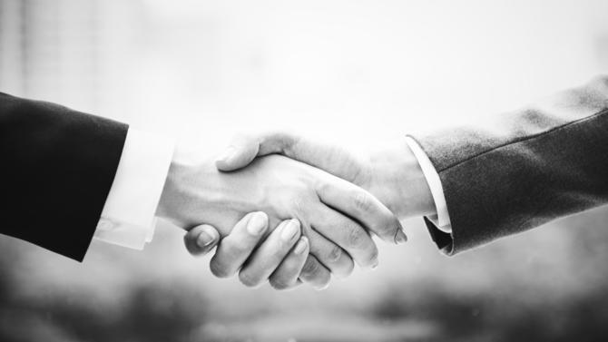 Le déstockeur en ligne Showroomprivé nomme un nouveau directeur financier, François de Castelnau, alors que le groupe a publié des résultats en baisse au premier semestre.