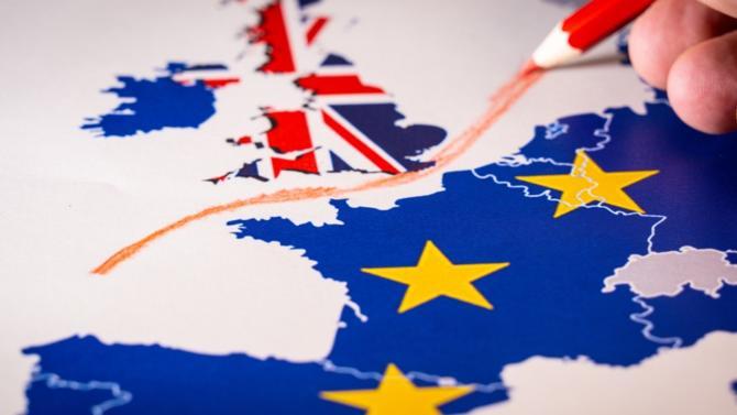La nouvelle fait l'effet d'une bombe. En fin de matinée Jean-Claude Juncker a annoncé qu'un accord sur le Brexit aurait été trouvé. Reste à l'adopter.