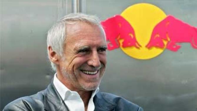 Ce médiatique autrichien a fait fortune grâce à la boisson Red Bull dont le développement est le fruit d'une habile stratégie marketing.