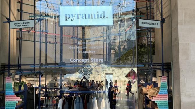 Le Carrousel du Louvre accueille depuis le 14 octobre dernier un concept store dédié à des digital native vertical brands françaises. Une première selon le propriétaire du centre de shopping, Unibail-Rodamco-Westfield, qui pourrait initier un déploiement physique à grande échelle. Explications.
