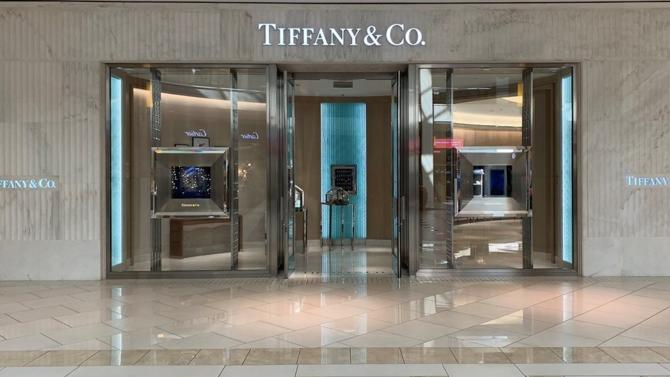Le leader mondial du luxe confirme son intérêt pour l'un des grands joailliers américains, Tiffany & Co, avec une offre de 14,5 milliards de dollars.