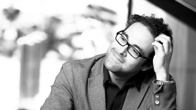 """En charge du développement publicitaire et des réseaux sociaux du groupe AccorHotels depuis 2011, Antoine Dubois a été nommé vice-président de la stratégie marketing en février2016. Depuis, il pilote celle des 50 marques du premier opérateur hôtelier français qui souhaite accroître sa position de leader de l'""""hospitalité augmentée""""."""