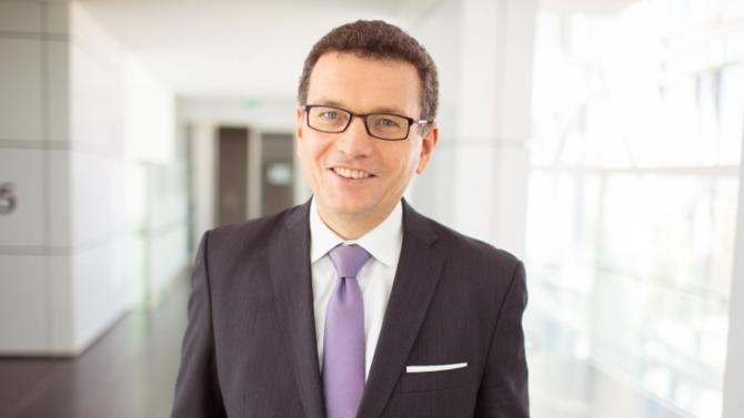 Avec un bilan 2018 qui lui permet de s'imposer face à des acteurs mondiaux comme Verizon ou AT&T, Orange Business Services poursuit une croissance remarquable dans la dématérialisation des services aux entreprises. Décryptage avec Helmut Reisinger, son directeur général.