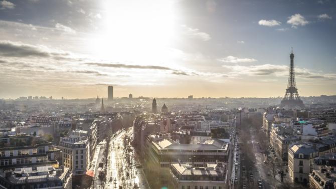 L'inauguration de Quai 8.2 à Bordeaux, Swiss Life AM France qui acquiert le projet InDéfense, AEW qui signe le 9 rue du Faubourg Saint honoré, Olivier Coutin qui prend la tête de la direction immobilière de Viparis… Décideurs vous propose une synthèse des actualités immobilières du 5 novembre.