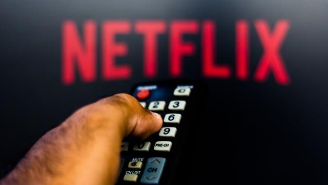 Économiste scrutant les médias et leurs mutations sous l'influence du numérique, Olivier Bomsel décrypte l'impact de Netflix sur l'industrie du cinéma et de l'audiovisuel.