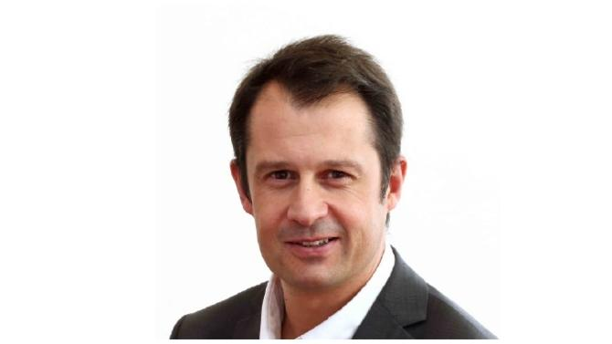 Le groupe Velux est certainement plus connu pour la fenêtre de toit associée à son nom que pour sa politique de rémunération. Nicolas Bruneteaux, directeur des ressources humaines France, nous éclaire sur les pratiques peu communes de son entreprise en la matière et sur leur intérêt.