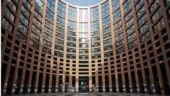 Alors que les référentiels créés par les entreprises en matière d'information extrafinancière se multiplient, les autorités françaises entendent mettre en place une réglementation commune au niveau européen.