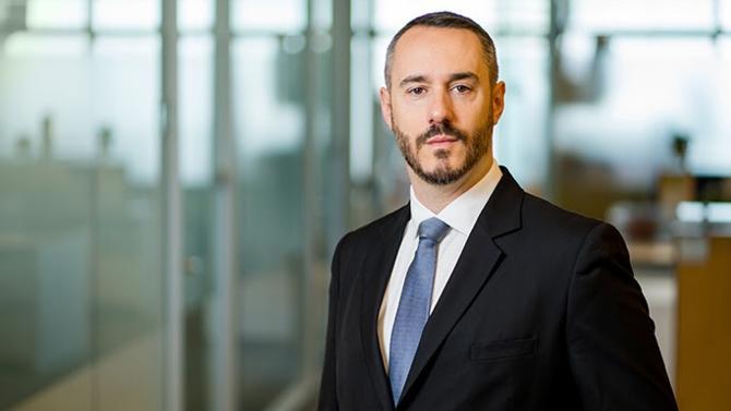 À Paris, Cyril Fiat, ancien conseiller de la célèbre institution financière du Groupe de la Banque mondiale, intègre le cabinet Dechert comme local partner.