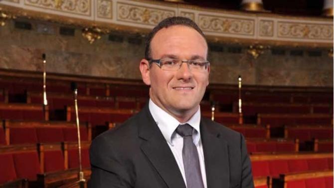 Encore peu connu du grand public, Damien Abad, député de l'Ain, est le nouveau patron du groupe LR, première force d'opposition à l'Assemblée nationale. Un poste qui pourrait devenir un tremplin pour cet homme discret et travailleur qui avance loin des projecteurs.