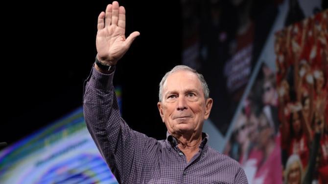 Candidat tardif dans la course à l'investiture démocrate Michael Bloomberg a participé à son premier débat le 19 février à Las Vegas. Son objectif : utiliser sa force de frappe financière pour se démarquer lors du super Tuesday du 3 mars. Ce qui effraie les autres prétendants de son parti .
