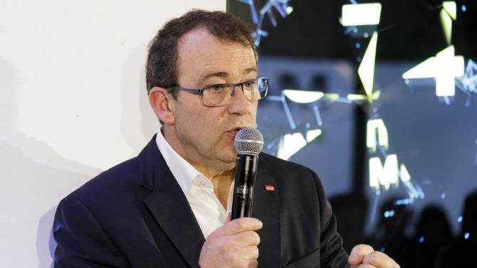 Benoît Tiers, directeur général d'e.SNCF, dirige les activités numériques, au sens large, au sein du groupe SNCF. Cette entité créée en 2016 a pour mission d'accompagner la transformation numérique de l'opérateur ferroviaire dans toutes ses activités, du terrain à la direction. Le budget d'investissement d'e.SNCF représente 900millions d'euros sur trois ans.