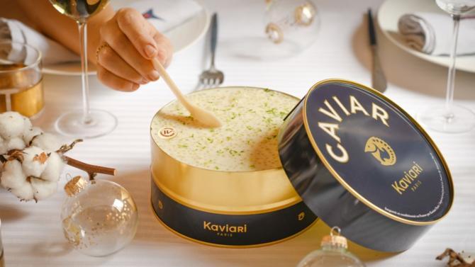 Les repas de fêtes s'annoncent d'une exquise délicatesse entre un caviar unique décliné sous toutes ses formes et une bûche tout en rondeur, délicate et subtile, imaginée par Hugues Pouget pour Kaviari.