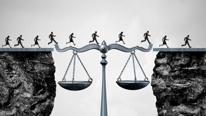 Parce que l'arsenal législatif évolue sans cesse et qu'une actualité en chasse une autre, il est parfois difficile de rester à jour dans ses connaissances juridiques. Que vous soyez entrepreneur, notaire, expert-comptable ou secrétaire médicale, il est nécessaire de vous remettre à niveau pour continuer d'exercer dans les meilleures conditions possibles. Des formations sont là pour répondre à vos besoins, quel que soit votre domaine d'expertise.