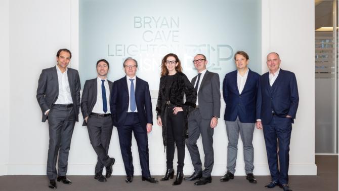 Bryan Cave Leighton Paisner confirme un peu plus ses ambitions en France en accueillant vingt-et-un avocats dont sept associés.