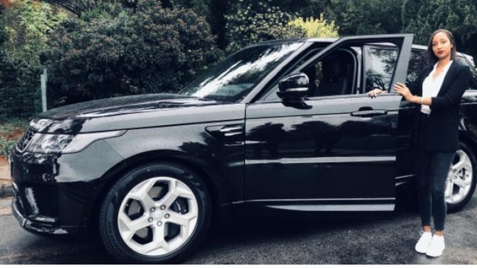 Avec son allure sportive et puissante, le nouvel hybride rechargeable de Range Rover ne manque pas d'atouts pour convaincre Astou Ciss, professionnelle du monde de la finance.