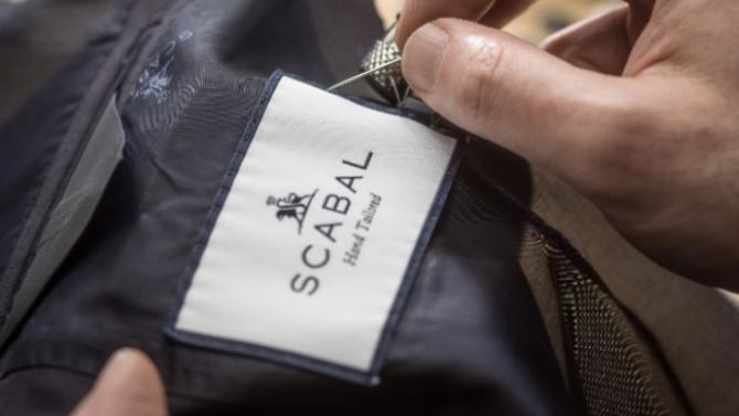 Véritable institution dans le monde de l'habillement pour l'homme, Scabal appose sa griffe sur les plus belles étoffes de sa création et marque de son sceau un style vestimentaire arboré par les gentlemen modernes. Retour sur une success story belge.