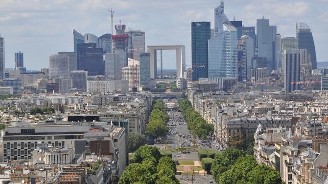Le marché français de l'investissement en immobilier d'entreprise a prolongé l'an passé sa phase de forte croissance entamée en 2014. Mieux, plusieurs records sont tombés selon Knight Frank France. Explications.