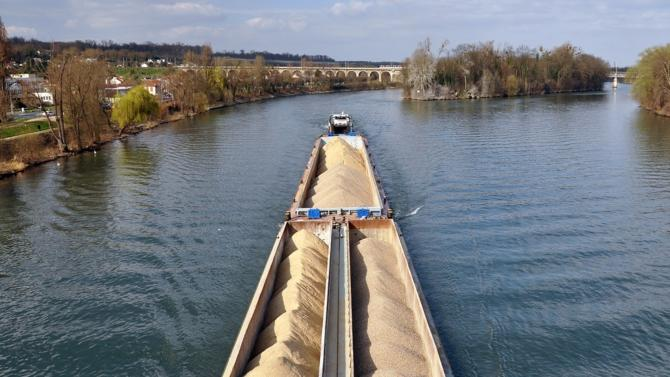 L'Etat, la Solideo, Haropa-Ports de Paris et VNF ont signé une convention de partenariat en faveur du recours à la logistique fluviale pour la construction du Village Olympique et Paralympique. Décideurs décrypte les enjeux autour de cette démarche.