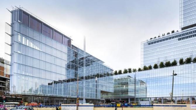 Situé à côté du palais de justice dans le 17ème arrondissement, ce nouvel espace de travail destiné aux avocats parisiens doit ouvrir ses portes le 2 mars prochain. Il abrite également le nouveau siège du barreau de Paris.