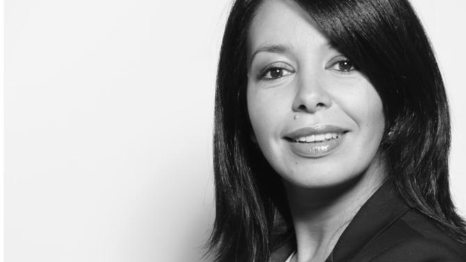 C'est au cours de sa carrière professionnelle chez Auchan que Sihem Ayadi a façonné sa propre méthode de travail en s'appuyant sur le legal design. Aujourd'hui indépendante, elle a créé une plateforme de services, Juridy Legal Design, à destination des juristes de tous horizons. Le droit se met en image.
