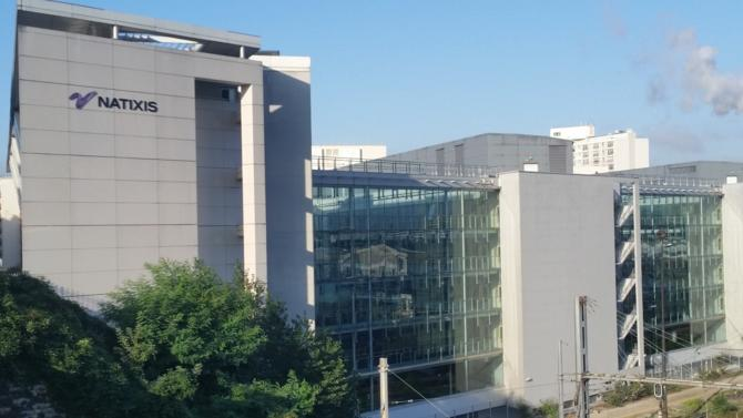 La banque d'investissement française filiale du groupe BPCE, Natixis, vend plus de 70 % de sa participation dans la Coface, société d'assurance-crédit, à l'assureur Arch Capital Group. Elle quitte ainsi le conseil d'administration après avoir contribué au redressement de la société.