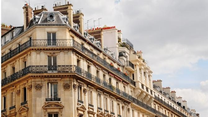 La Cour de justice de l'Union européenne a récemment rendu un arrêt dans lequel elle dispense Airbnb de posséder une carte professionnelle d'agent immobilier. Un moyen de rappeler à la France, ainsi qu'aux États membres de l'UE, l'existence de textes européens consacrant la liberté du commerce électronique. Et, pour les principaux acteurs  du secteur, de revendiquer une nouvelle régulation.