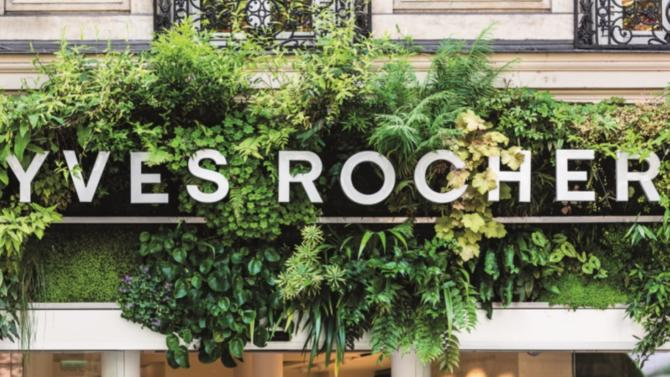 Il y a quelques mois, Yves Rocher devenait la première entreprise à mission de France. Un aboutissement logique pour le groupe qui, depuis ses origines, il y a soixante ans, a fait du respect de l'environnement et du souci de l'intérêt collectif la clé de voûte de son business model et le cœur même de son identité.