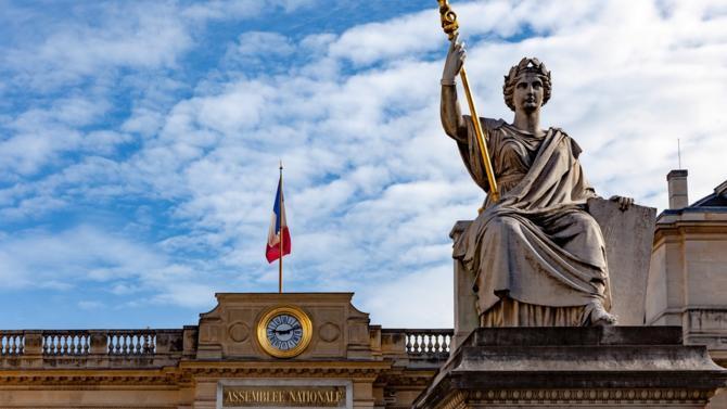 Après l'Oise ou les environ de Mulhouse, le principal foyer de Coronavirus serait-il l'Assemblée nationale ? Cela pourrait bien être le cas. Le lundi 9 mars, 5 députés sont atteints par le Covid-19. Qui sont-ils ?