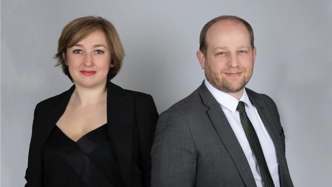 Un frère et une sœur, Edmond-Claude Frety et Antoinette Frety, tous les deux avocats spécialistes du contentieux, s'associent pour fonder leur boutique : Frety Avocats. Leur lien familial ne constitue pas leur seule particularité.