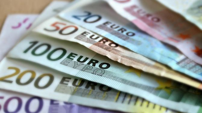L'association, qui regroupe les 110 plus grandes entreprises françaises, souhaite que ces émoluments non payés soient versés à des actions de solidarité. L'organisation prône également une réduction des dividendes.