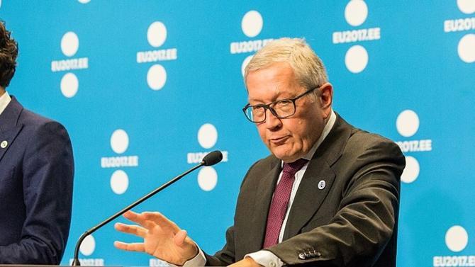 Le directeur général du Mécanisme européen de stabilité (MES) estime que deux à trois ans seraient nécessaires pour mutualiser les dettes des États de la zone euro. Un laps de temps bien trop long face à l'urgence de la situation.