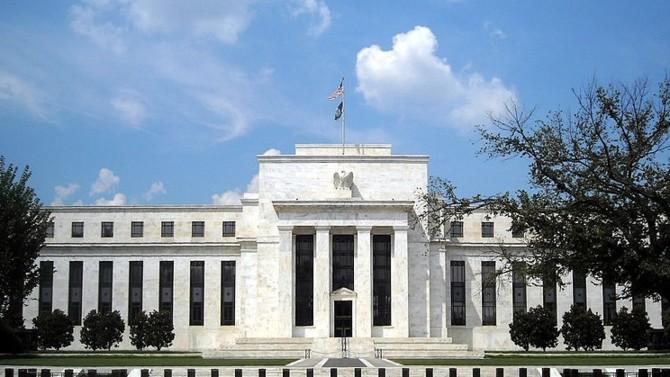 La Réserve fédérale américaine multiplie les initiatives pour contrer les effets de la crise. Elle a notamment offert un nouvel accès au dollars aux banques centrales étrangères.