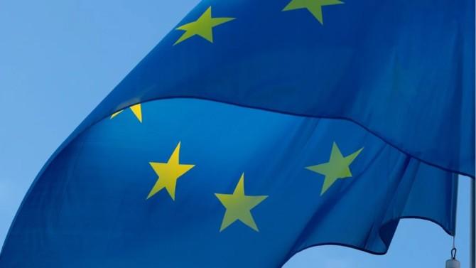 Selon le président de l'Eurogroupe Mario Centeno une ligne de crédit de 240 milliards d'euros ouverte à tous les pays va prochainement être activitée via le Mécanisme européen de stabilité (MES).