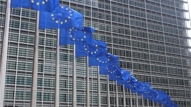 Alors que la crise sanitaire bat son plein en Europe, les économies marquent le pas. Pour éviter que certains ne profitent de cette vulnérabilité, la Commission européenne a rappelé la nécessité de garder la maîtrise sur les investissements étrangers, notamment dans les secteurs stratégiques. Un conseil que certains États ont déjà suivi à la lettre.