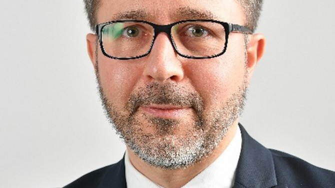 Racine Nantes crée un département IP/IT avec l'arrivée de Loullig Bretel.