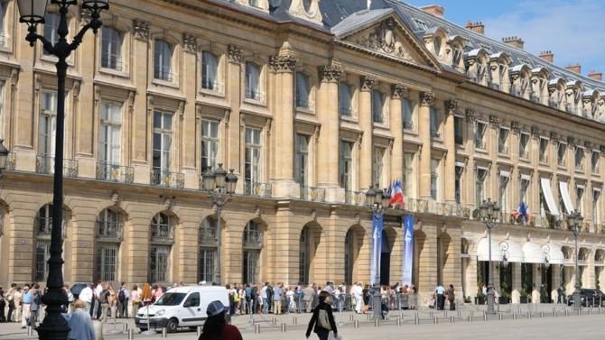 Un décret ministériel permet désormais aux notaires de signer des actes à distance, jusqu'au 24 juin 2020.