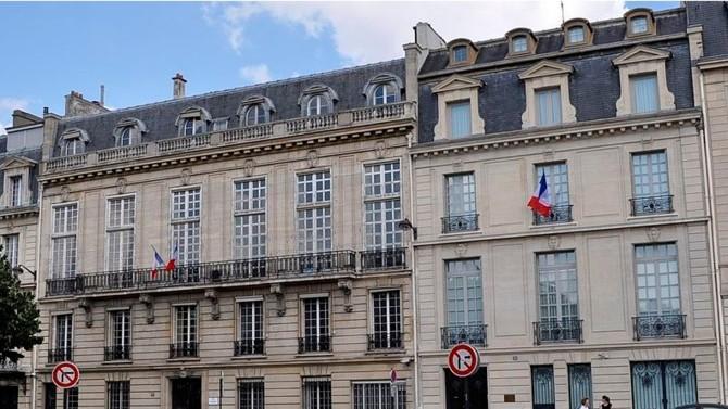 Une première plainte pénale, dirigée contre Monsieur Edouard Philippe et contre Madame Agnès Buzyn a été adressée le 19 mars 2020 à la Commission des requêtes de la Cour de justice de la République.